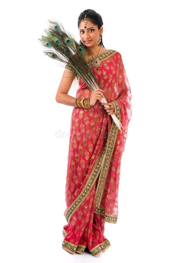Indiańska dziewczyna z pawimi piórkami fotografia stock