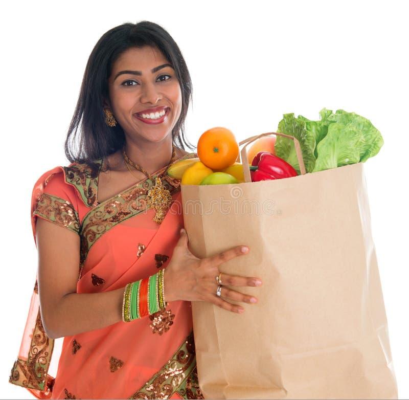 Indiańska kobieta ma sklepu spożywczego zakupy obraz royalty free