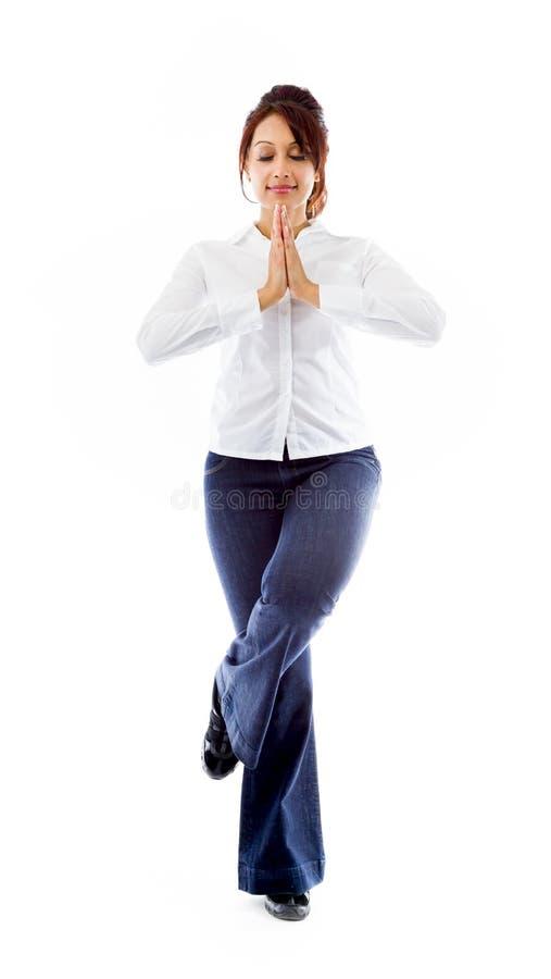 Download Indiańska Młoda Kobieta ćwiczy Joga Drzewną Pozę Odizolowywającą Na Białym Tle Obraz Stock - Obraz złożonej z cięcie, azjata: 41951229