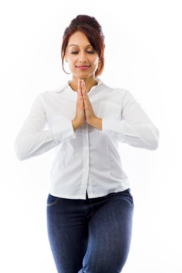 Download Indiańska Młoda Kobieta ćwiczy Joga Drzewną Pozę Odizolowywającą Na Białym Tle Obraz Stock - Obraz złożonej z azjata, etnocentryzm: 41951469