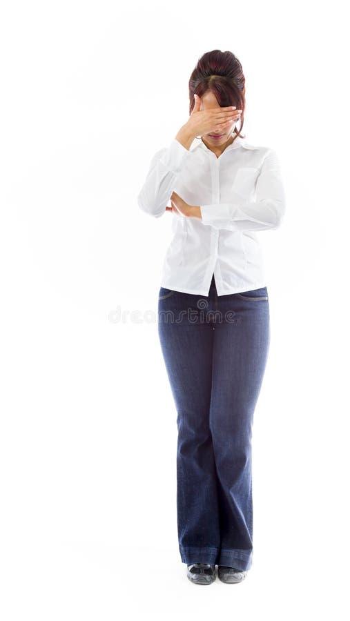 Download Indiańska Młoda Kobieta Chuje Jej Twarz Zdjęcie Stock - Obraz złożonej z tło, folował: 41951210