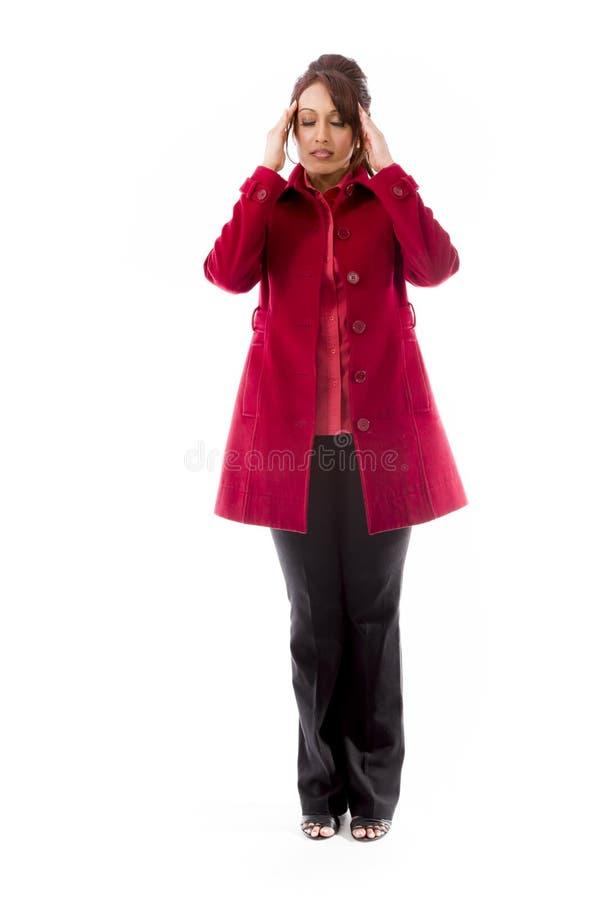 Download Indiańska Młoda Kobieta Dotyka Jej Głowę Na Białym Tle Zdjęcie Stock - Obraz złożonej z target30, tylko: 41950202