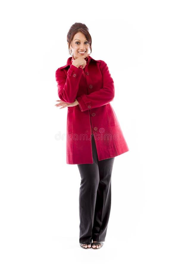 Download Indiańska Młoda Kobieta Ono Uśmiecha Się Z Ręką Na Podbródku Zdjęcie Stock - Obraz złożonej z przód, kolor: 41950130