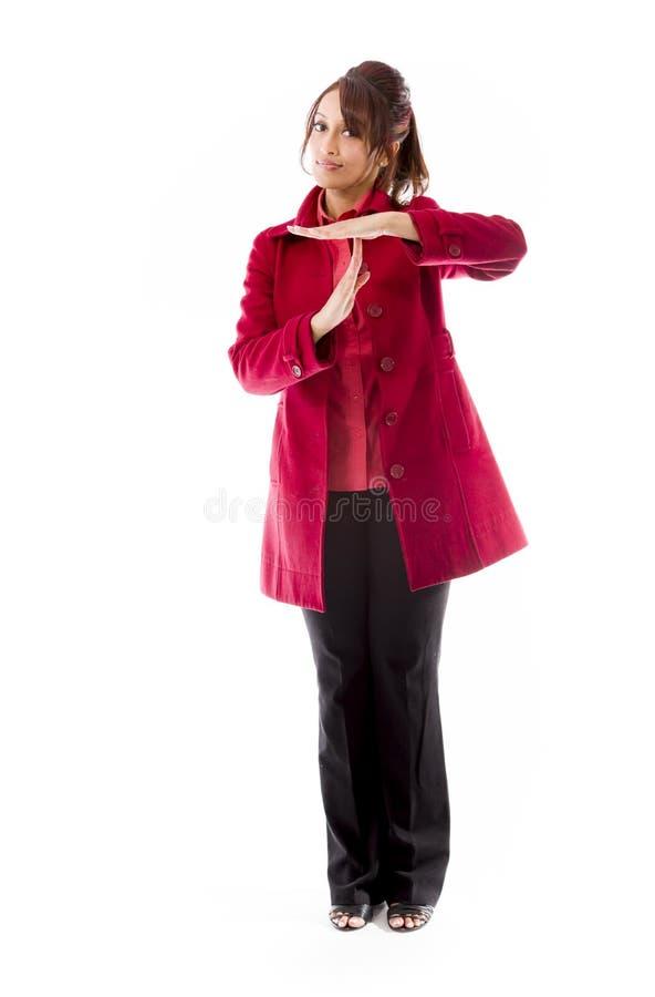 Download Indiańska Młoda Kobieta Robi Czasowi Out Sygnalizuje Z Rękami Obraz Stock - Obraz złożonej z target30, potomstwa: 41950209