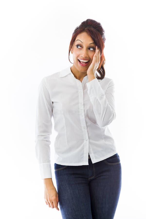 Download Indiańska Młoda Kobieta Szepcze Wiadomość Odizolowywającą Na Białym Tle Zdjęcie Stock - Obraz złożonej z usta, gawędzenie: 41951388