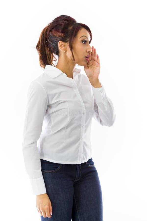 Download Indiańska Młoda Kobieta Szepcze Wiadomość Odizolowywającą Na Białym Tle Zdjęcie Stock - Obraz złożonej z komunikacja, ręki: 41951448