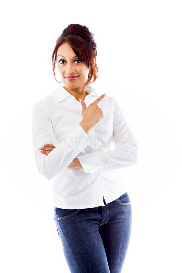 Download Indiańska Młoda Kobieta Wskazuje Backwards Obraz Stock - Obraz złożonej z widok, etnocentryzm: 41951231
