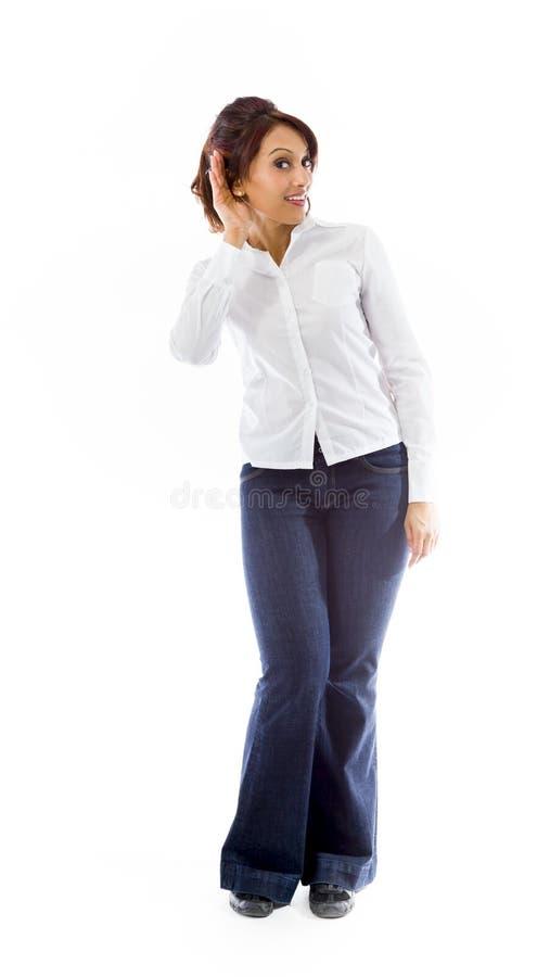 Download Indiańska Młoda Kobieta Z Ręką Uszaty Słuchanie Odizolowywający Nad Białym Tłem Zdjęcie Stock - Obraz złożonej z strzał, tylko: 41951220