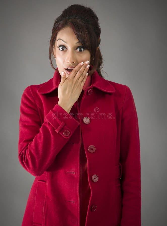 Download Indiańska Młoda Kobieta Z Szokującym Wyrażeniem Odizolowywającym Na Białym Tle Zdjęcie Stock - Obraz złożonej z kamera, hindus: 41950476