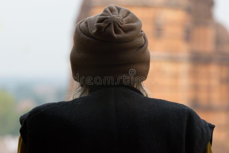 Indiańska osoba patrzeje świątynię, tylni widok, India fotografia stock