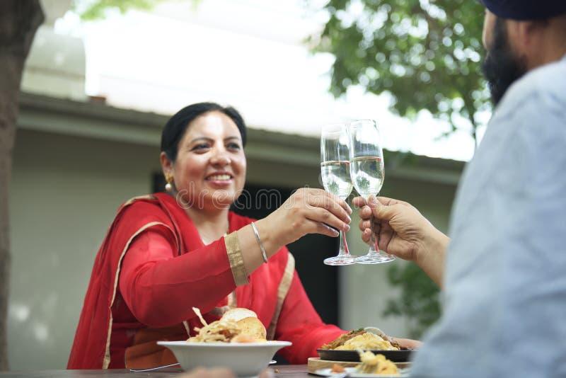Indiańska para Łomota Wpólnie pojęcie obrazy royalty free