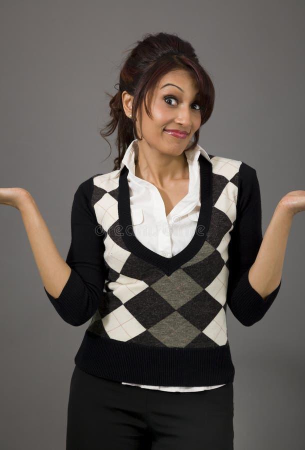 Download Indiański Bizneswoman No Zna Czego Robić Odosobnionemu Na Barwionym Tle Zdjęcie Stock - Obraz złożonej z przedstawicielstwo, biznes: 41950670