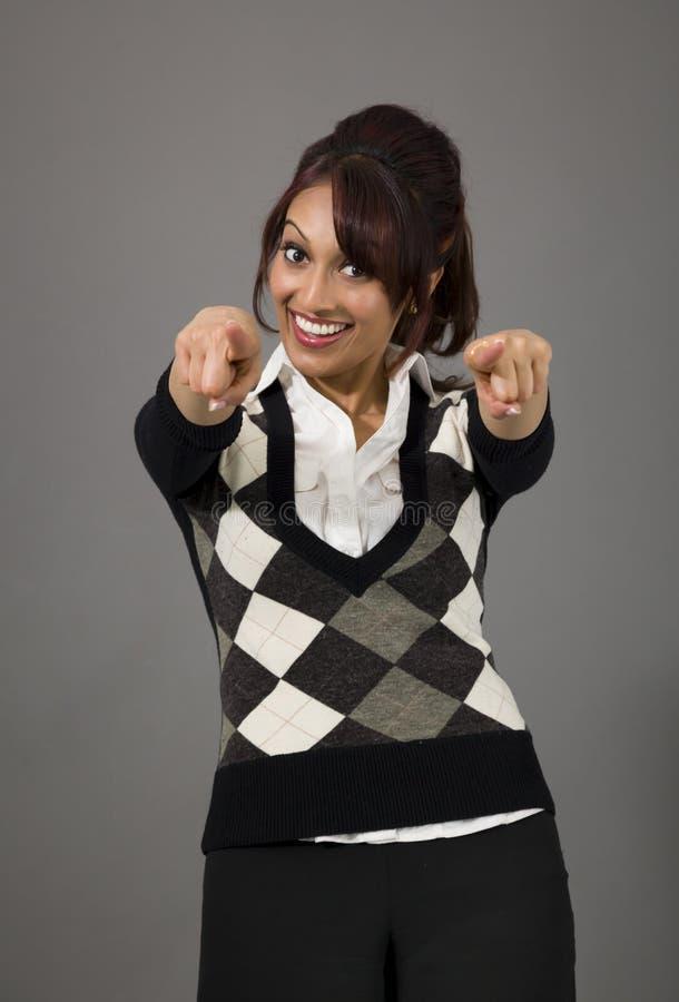Download Indiański Bizneswoman Wskazuje Przy Tobą Od Oba Ręk Odizolowywać Na Barwionym Tle Zdjęcie Stock - Obraz złożonej z tylko, kolor: 41950800