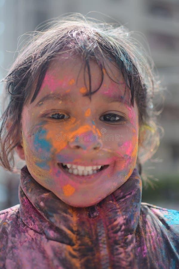 Indiański dzieciak podczas festiwalu Holi obraz stock