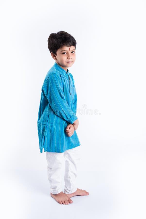 Indiański dzieciak w tradycyjnej odzieży zdjęcie stock