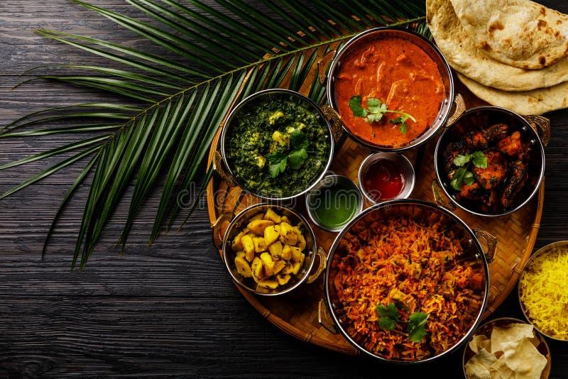 Indiański karmowy curry'ego masła kurczak, Palak Paneer, Chiken Tikka, Biryani, Jarzynowy curry, Papad, Dal, Palak Sabji, Jira Al obraz royalty free