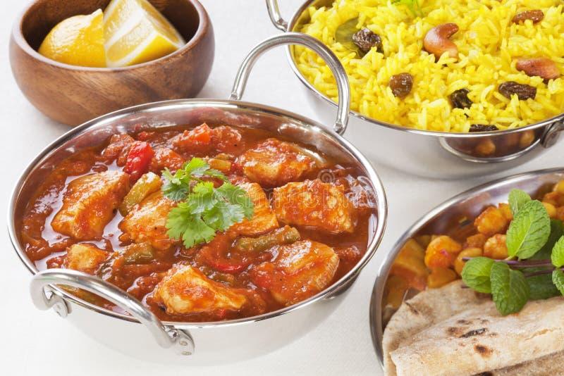 Indiański Karmowy kurczaka Jalfrezi curry Rice Pillau i kolor żółty fotografia stock