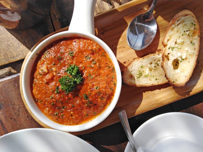 India?ski kuchni sause i czosnku chleb ah bizhyuteriya goa ind indyjski pobliski morze handluje kobiety obraz stock