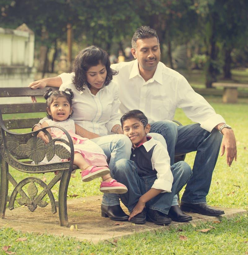 Indiański rodzinny cieszy się ilość czas obraz stock