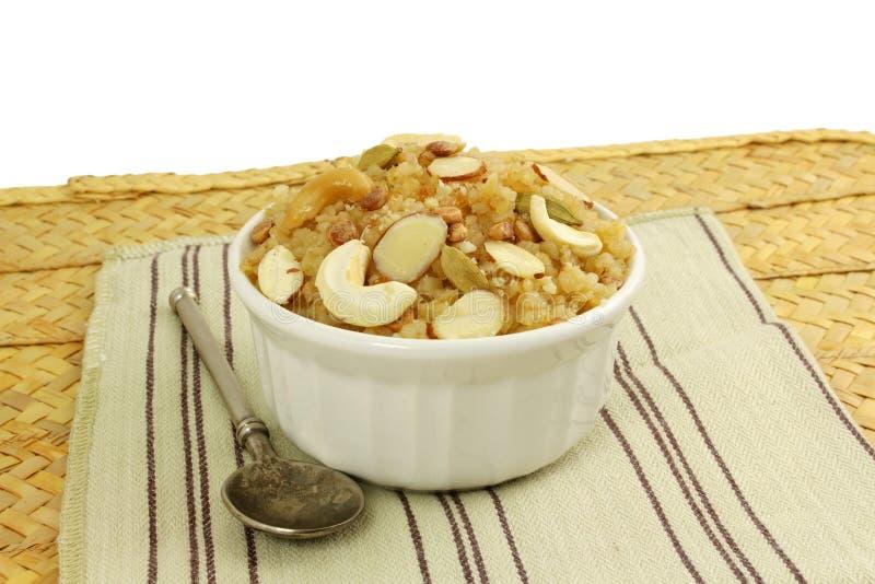 Indiański słodki karmowy lapsi łamający gujrati puddingu pszeniczny słodki payasam pongal lub daliya sheera fotografia stock