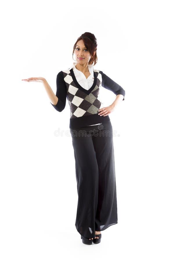 Download Indiański Szczęśliwy Młodej Kobiety Przedstawiać Odizolowywam Na Białym Tle Zdjęcie Stock - Obraz złożonej z komunikacja, widok: 41951020