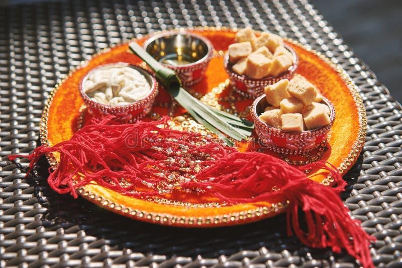 Indiańskie ślubne modlitewne rzeczy dla nicianej ceremonii, pooja Puja, S obrazy royalty free