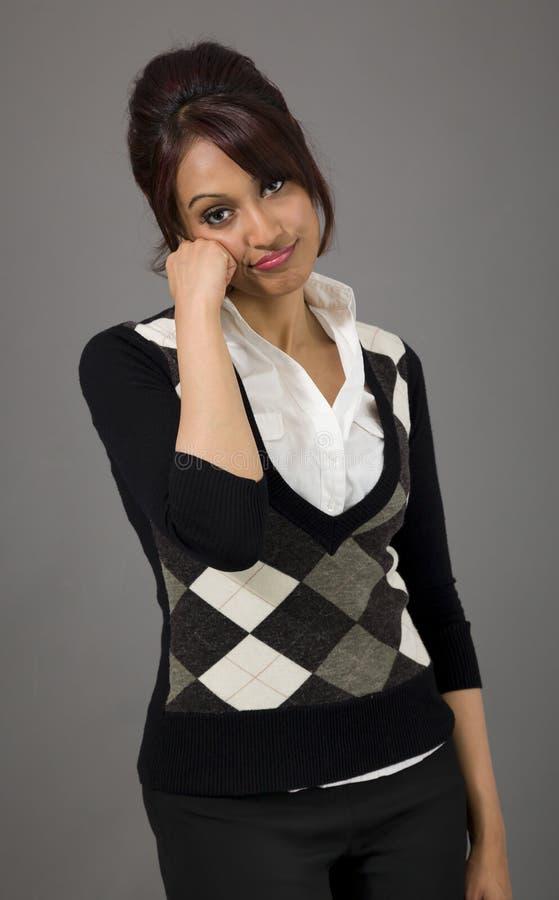 Download Indiańskiego Bizneswomanu Przyglądający Spęczenie Obraz Stock - Obraz złożonej z smucenie, pulower: 41950643