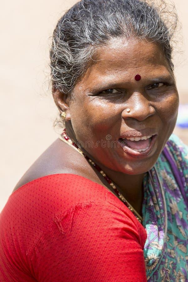 Indiańskiego pochodzenia etnicznego kobiety Szczęśliwy portret obrazy royalty free