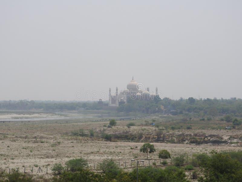 India agra Een mening van Taj Mahal van een muur van het Rode Fort stock fotografie