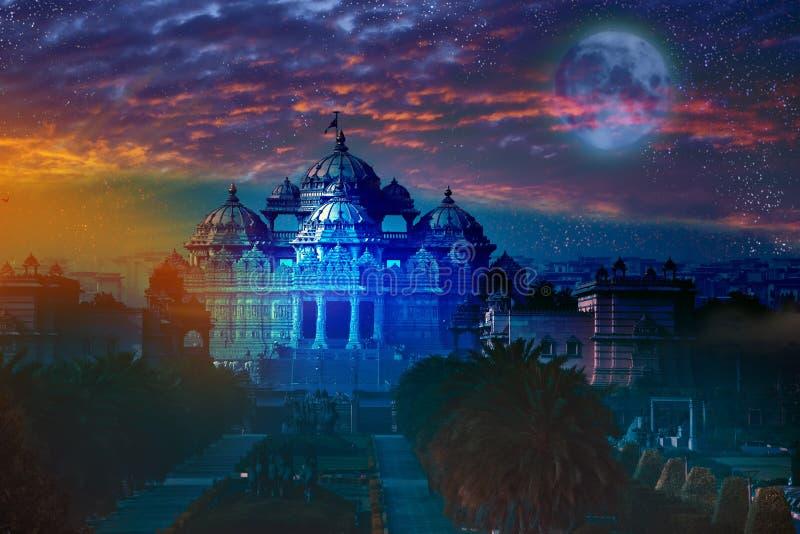 India deli O templo Akshardham pela luz da Lua cheia imagens de stock royalty free