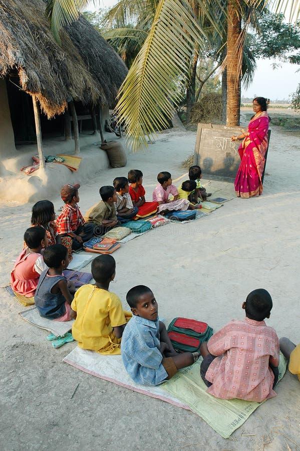 india läs-och skrivkunnighet arkivfoton
