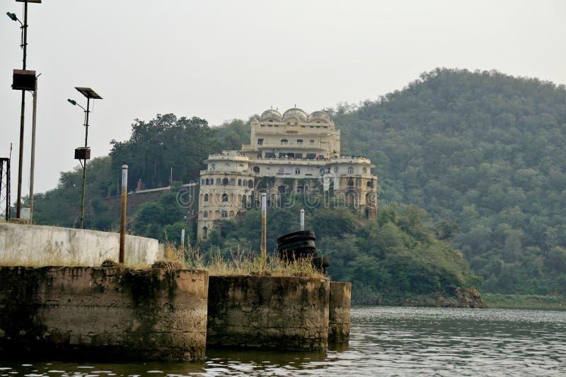 India - rajasthan - alwar - 20 oktober 2018 siliserh-meer en -paleis royalty-vrije stock afbeelding
