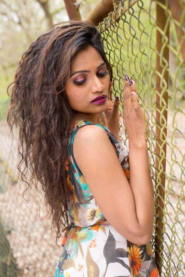 Download Indiańska dziewczyna zdjęcie stock. Obraz złożonej z modny - 53793288