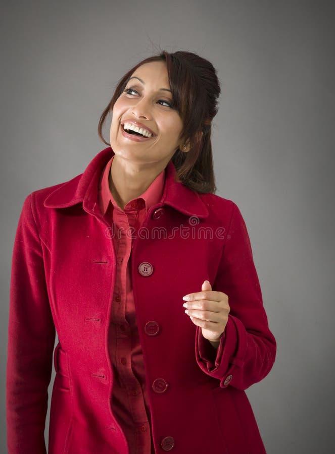 Download India?ska M?oda Kobieta Patrzeje Excited Zdjęcie Stock - Obraz złożonej z czerwień, widok: 41950582