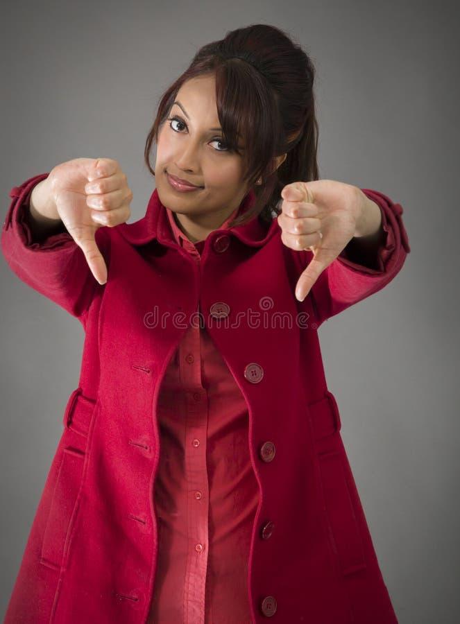 Download India?ska M?oda Kobieta Pokazuje Kciuki Zestrzela Znaka Od Oba R?k Zdjęcie Stock - Obraz złożonej z palec, fotografia: 41950484