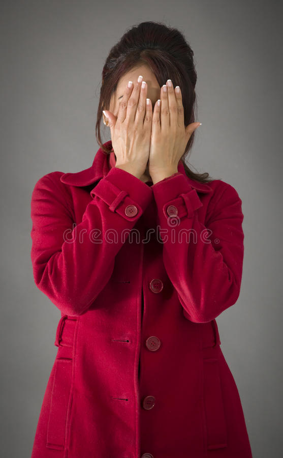 Download India?ska M?oda Kobieta Zakrywa Jej Twarz Z Ona R?ki Zdjęcie Stock - Obraz złożonej z strzał, tło: 41950572