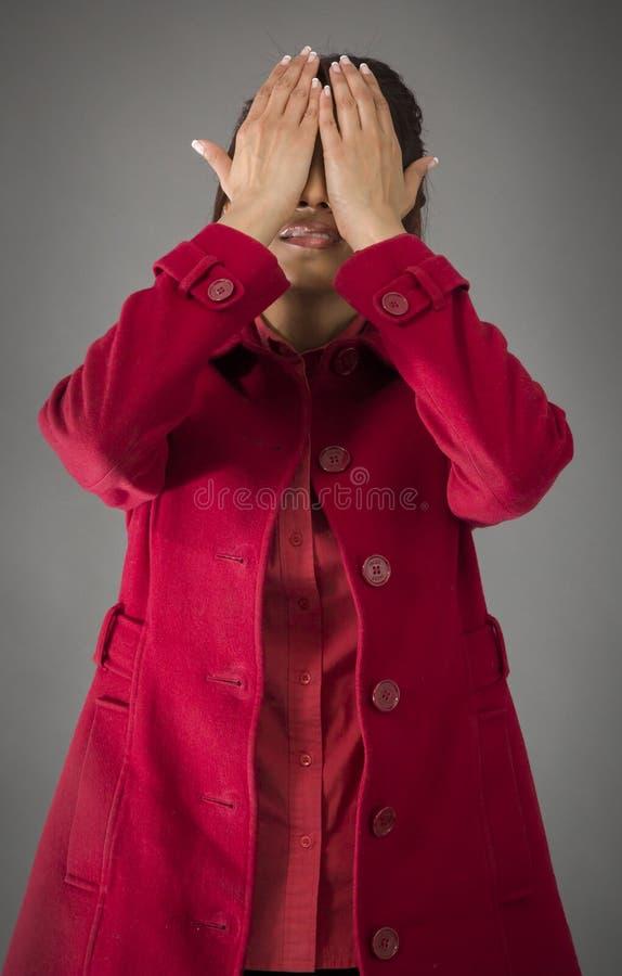 Download India?ska M?oda Kobieta Zakrywa Jej Twarz Z Ona R?ki Obraz Stock - Obraz złożonej z kolor, ręka: 41950613