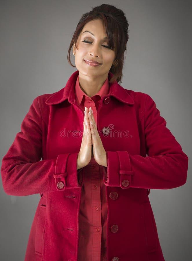 Download India?ska M?odej Kobiety Pozycja W Modlitewnej Pozyci Obraz Stock - Obraz złożonej z medytacja, ręki: 41950523