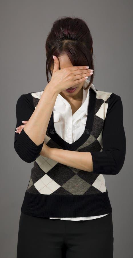 Download Indiański Bizneswoman Chuje Jej Twarz Obraz Stock - Obraz złożonej z ręki, strzał: 41950789
