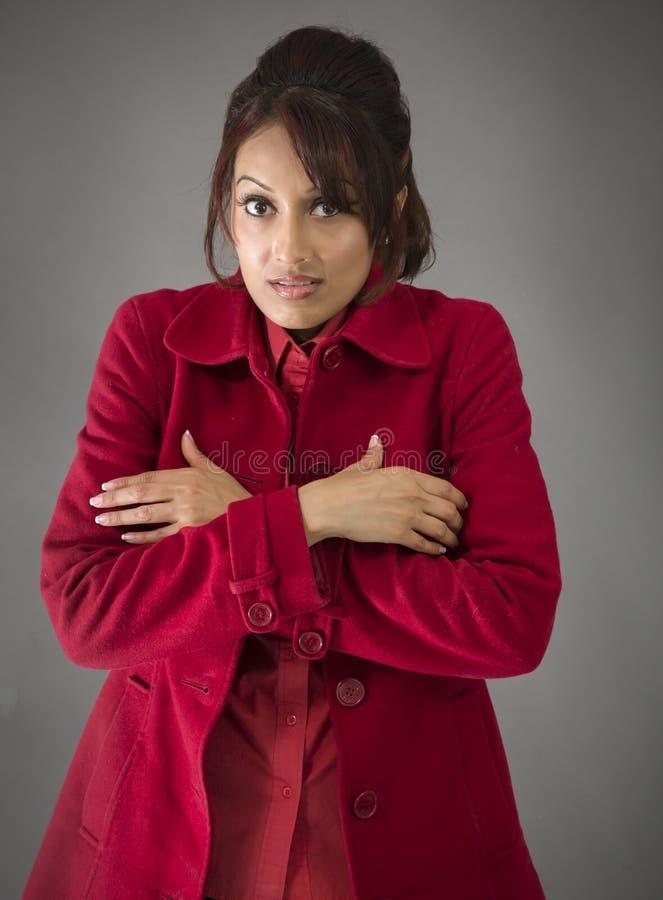 Download India?ski M?odej Kobiety Rozbijanie Zdjęcie Stock - Obraz złożonej z płaszcz, niezrównoważenie: 41950544