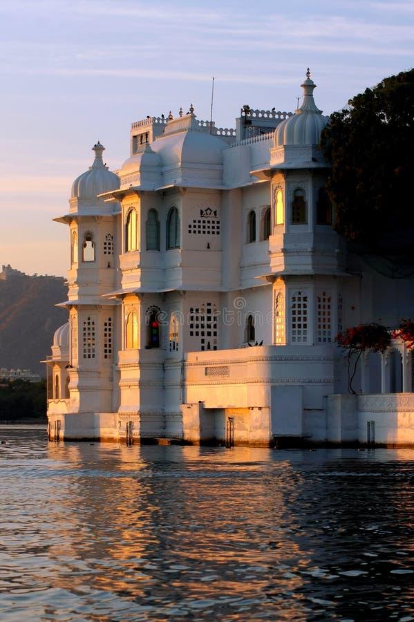 India, udaipur: meer paleis stock foto