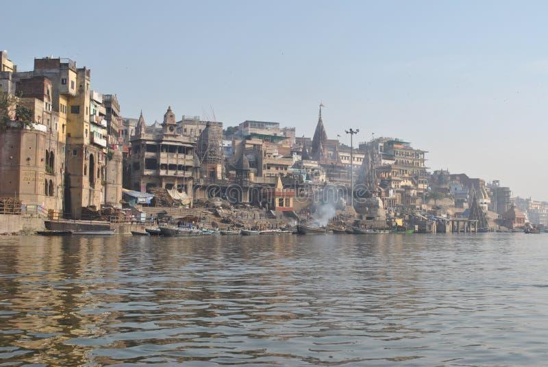 India varanasi ganges Ghat Manikarnika foto de stock