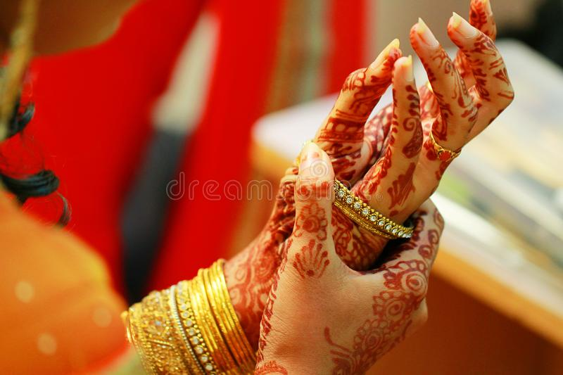 Indian bride putting on bangles royalty free stock photography
