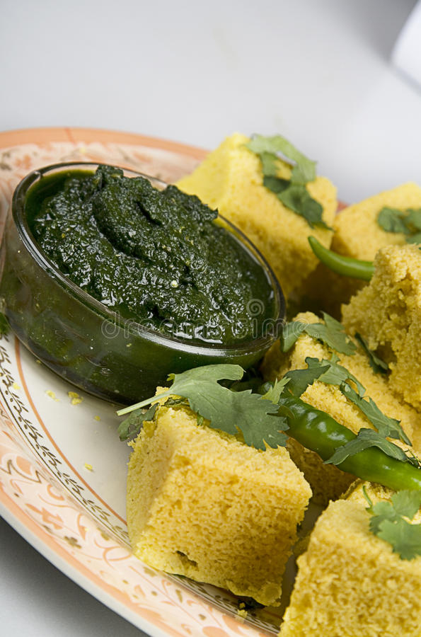 Free Indian Snacks Dhokla With Green Chutney Royalty Free Stock Images - 18752889