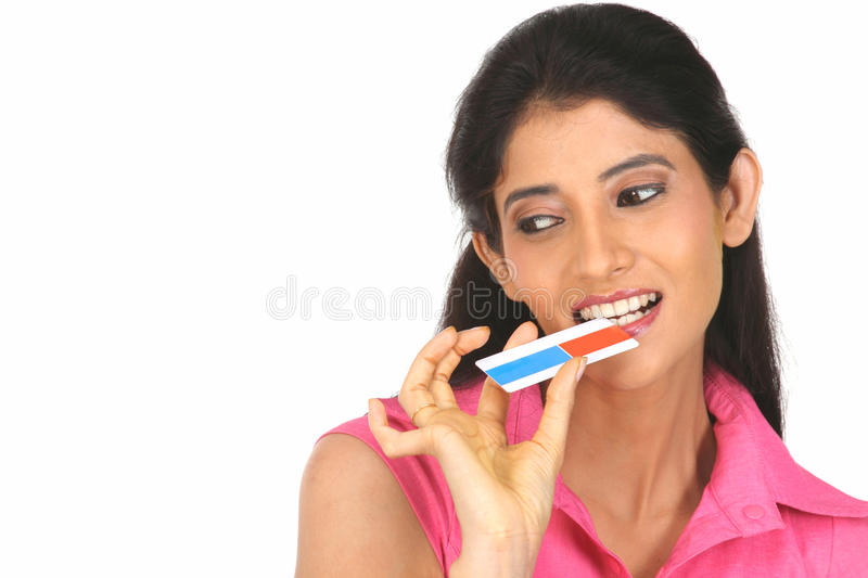 Indian  Woman Holding The Credit Card Royalty Free Stock Images