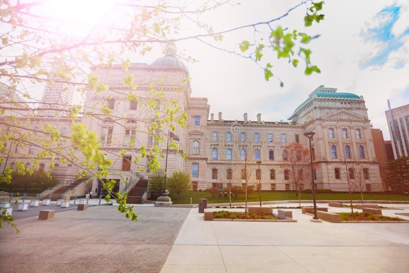 Indiana Capitol, die im Frühjahr, Indianapolis errichtet stockfotos