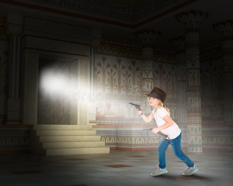 Indiana Jones fantasi, flicka, Egypten, pyramid arkivfoton