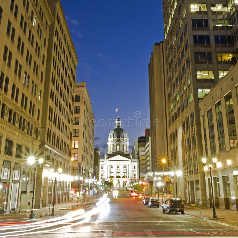 Indiana-Kapitolgebäude nachts in im Stadtzentrum gelegenem Indianapolis, Indi stockbild