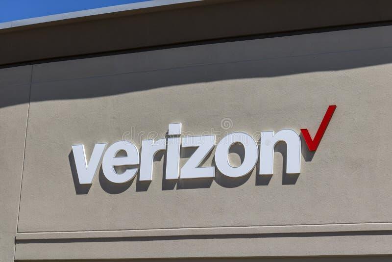 Indianapolis - cerca do abril de 2017: Lugar do retalho de Verizon Wireless Verizon é o U o maior S prestador de serviços sem fio foto de stock royalty free