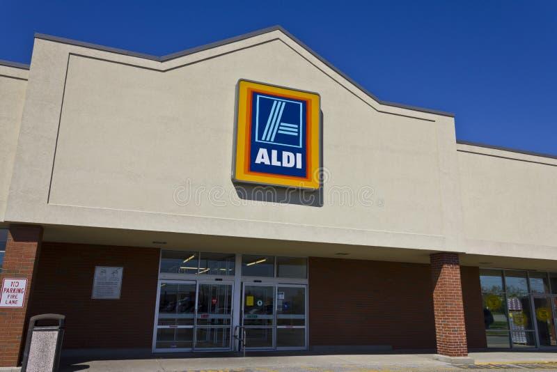 Indianapolis - cerca do abril de 2016: Supermercado do disconto de Aldi mim imagens de stock royalty free